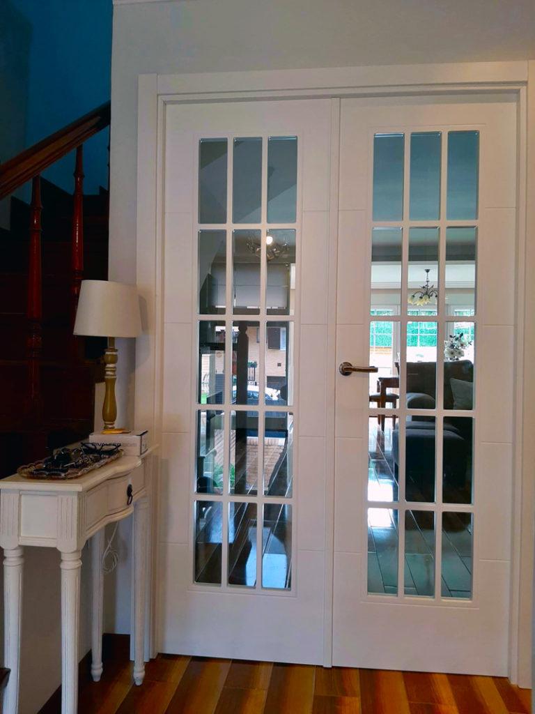 Puerta de interior lacada en blanco con cristal
